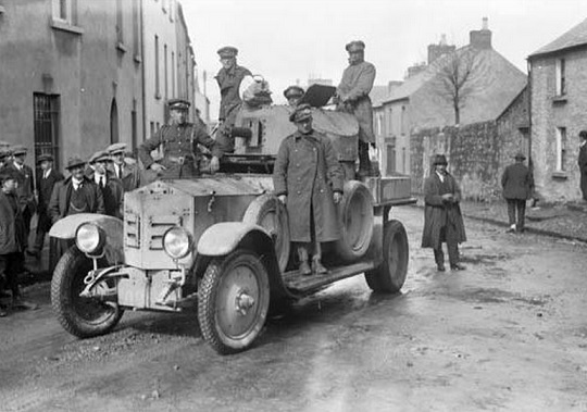 irish-free-state-troops-sligo-in-an-armoured-car.jpg